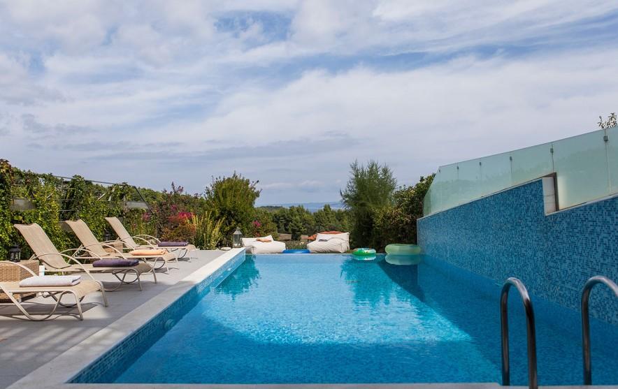 pool villa paliouri